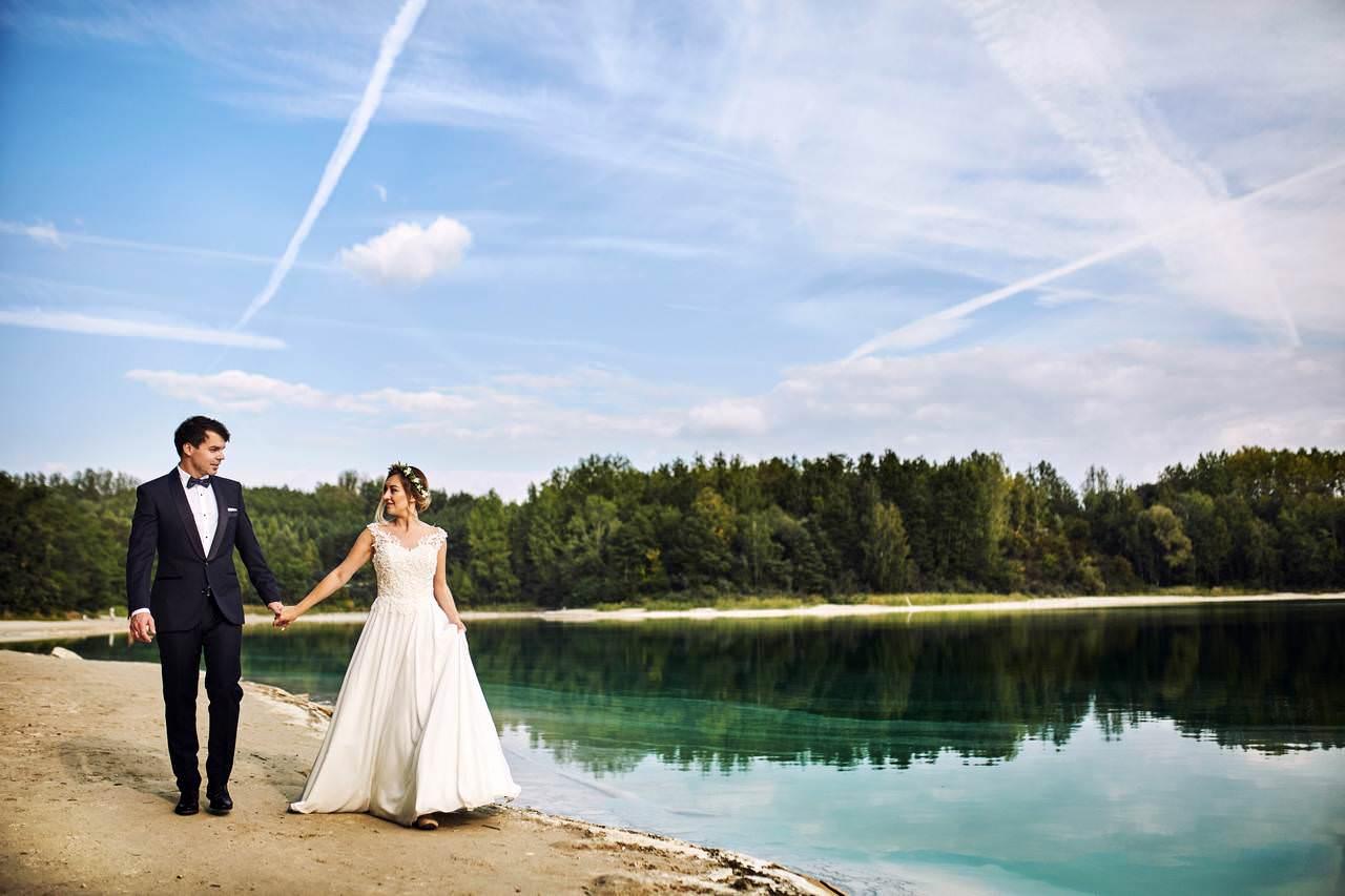 Plener ślubny nad lazurowym jeziorem 3