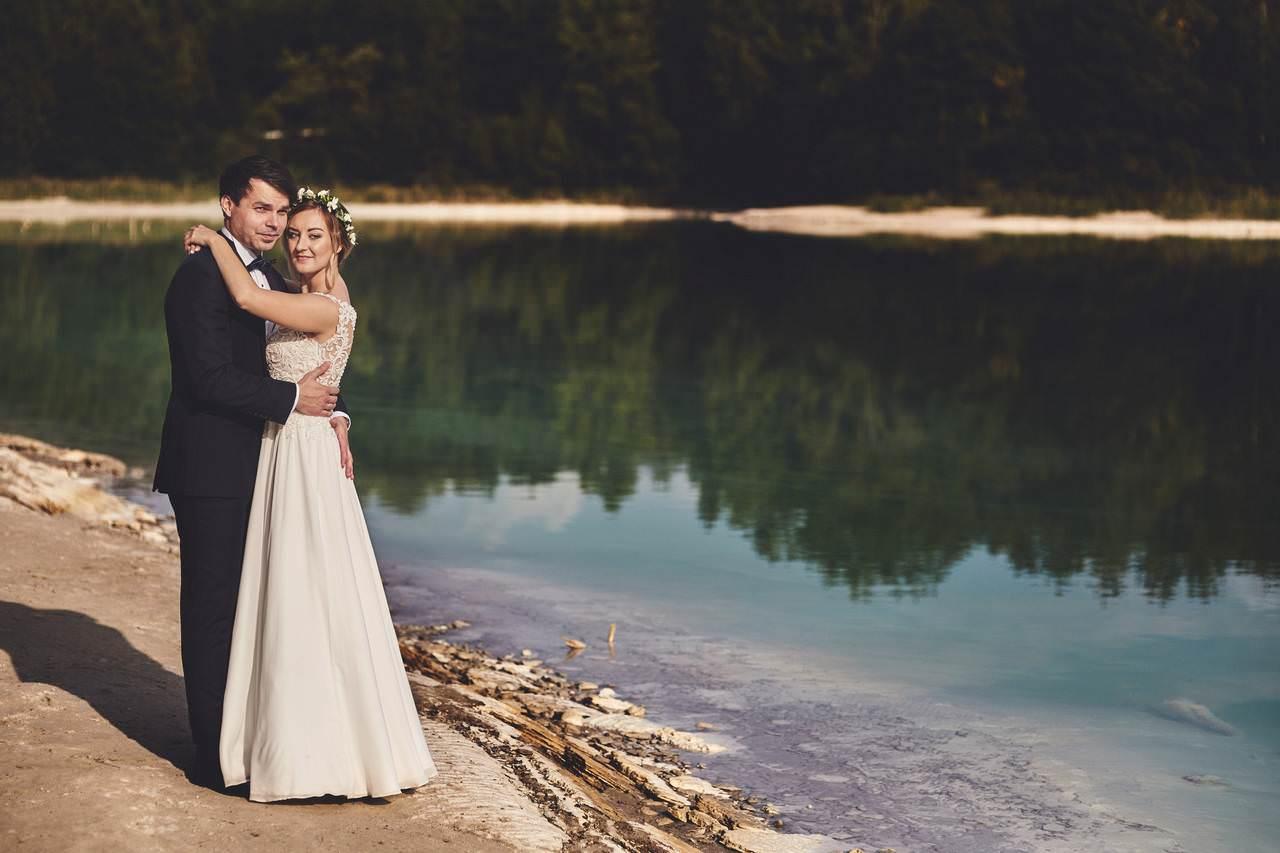 Plener ślubny nad lazurowym jeziorem 173