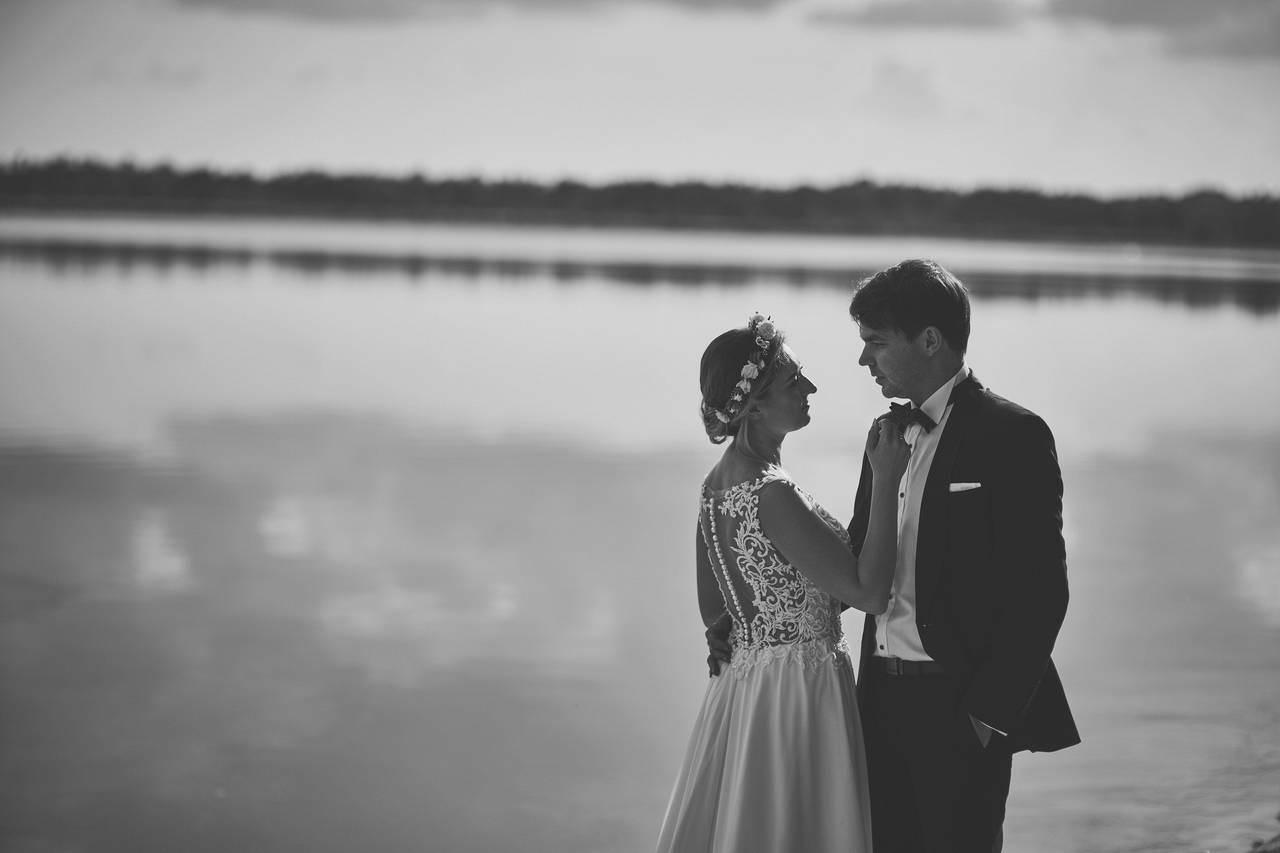 fotografia ślubna plener lazurowe jezioro