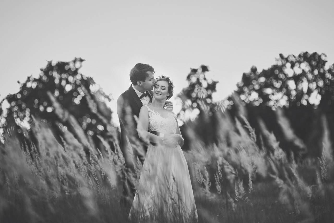 Plener ślubny nad lazurowym jeziorem 17